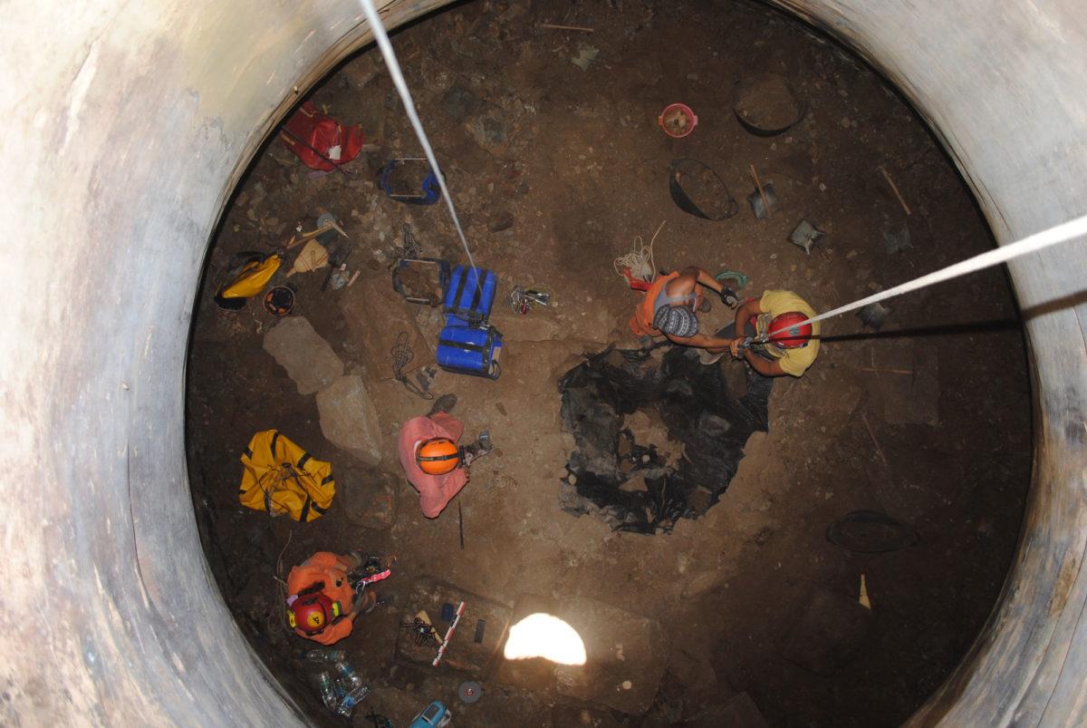 Εικ. 5. Άποψη των ανασκαφικών εργασιών στο εσωτερικό της δεξαμενής.