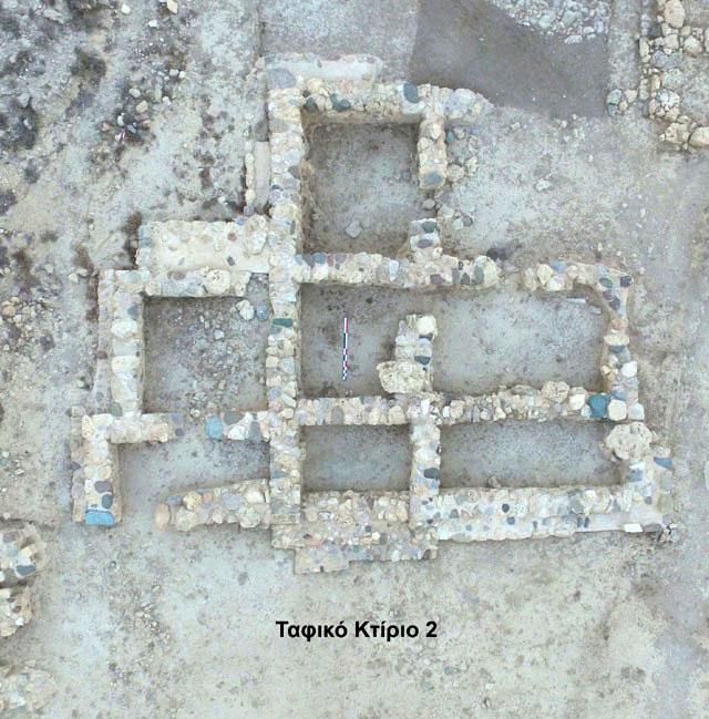 Στο νεκροταφείο του Πετρά έχουν μέχρι σήμερα ανασκαφεί 17 μεγάλα ταφικά κτίρια (φωτ.: ΥΠΠΟΑ).
