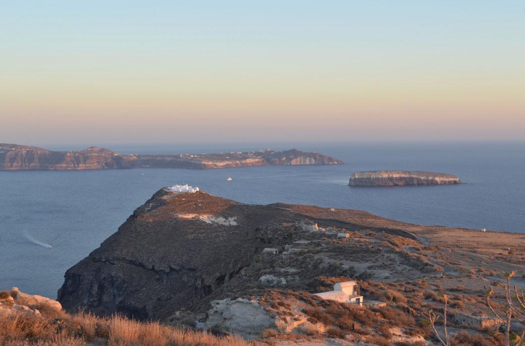 Οι ανασκαφές στη θέση Κοίμηση, στο νοτιοανατολικό άκρο της νήσου Θηρασίας, αποκαλύπτουν έναν προϊστορικό οικισμό (φωτ.: ΥΠΠΟΑ).