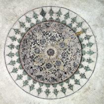Ο διάκοσμος στον τρούλο του Τουρμπέ του Ασλάν Πασά.
