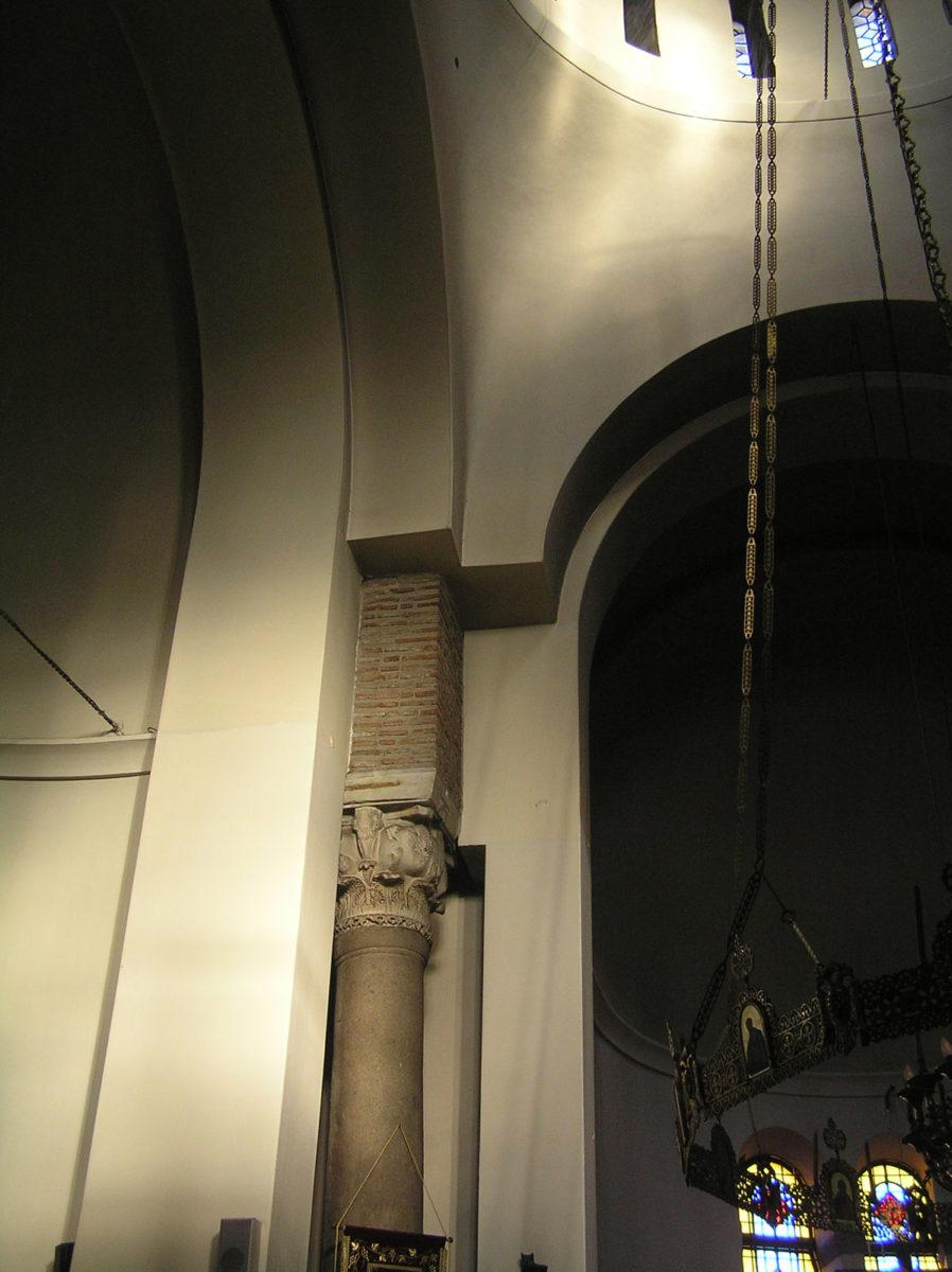 Εικ. 11. Ο φωτισμός του ανατολικού σφαιρικού τριγώνου και του ανατολικού κίονα (ώρα 18:27, Ιούνιος).