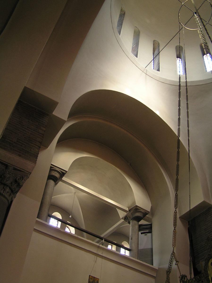 Εικ. 13. Ο φωτισμός του βορειοδυτικού τυμπάνου του τρούλου και του κατηχουμενείου (ώρα 09:55, Οκτώβριος).