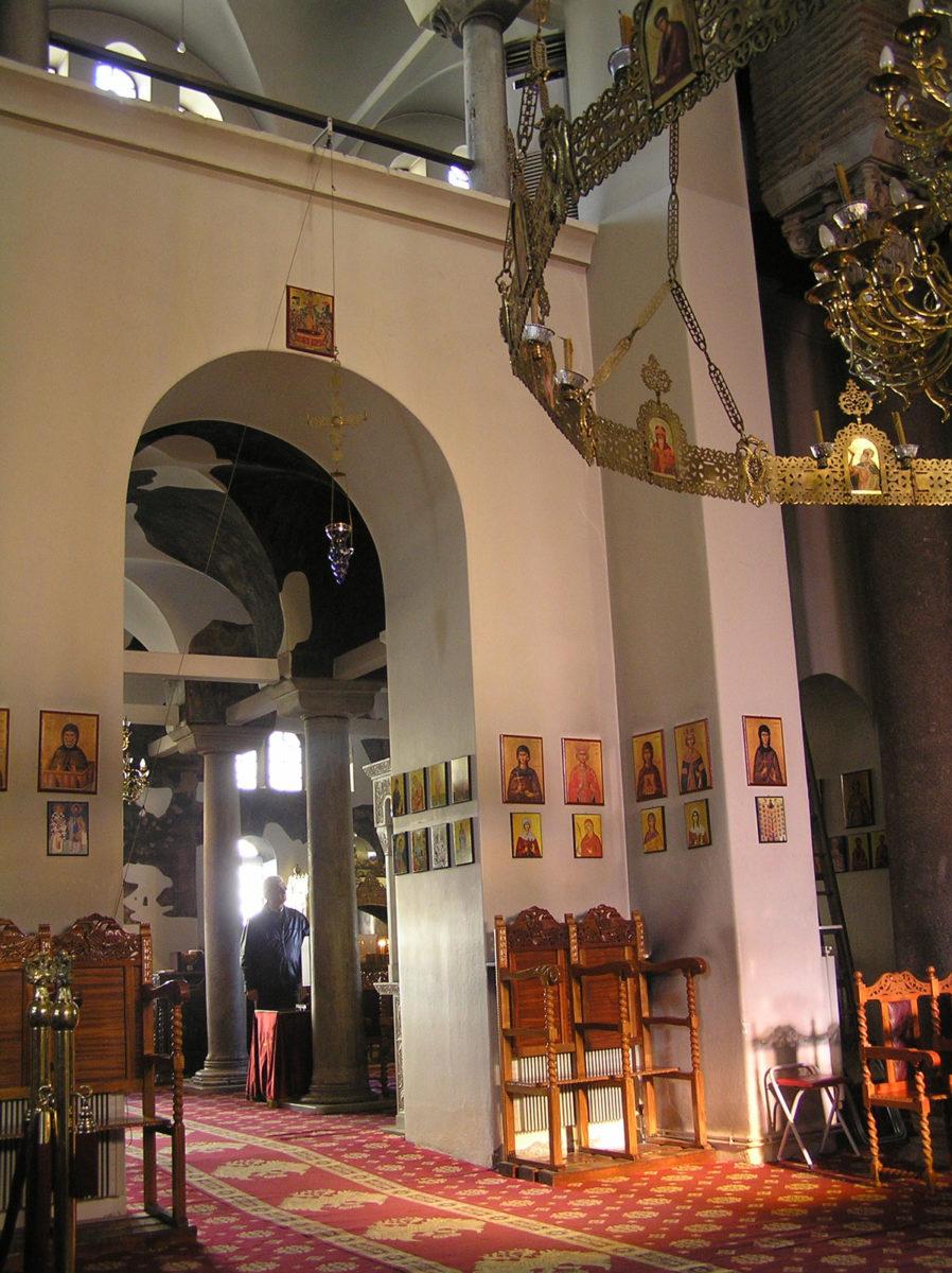 Εικ. 17. Πρωινή δέσμη φωτός από τα παράθυρα του ιερού κατά μήκος του κεντρικού άξονα (ώρα 09:59, Δεκέμβριος).