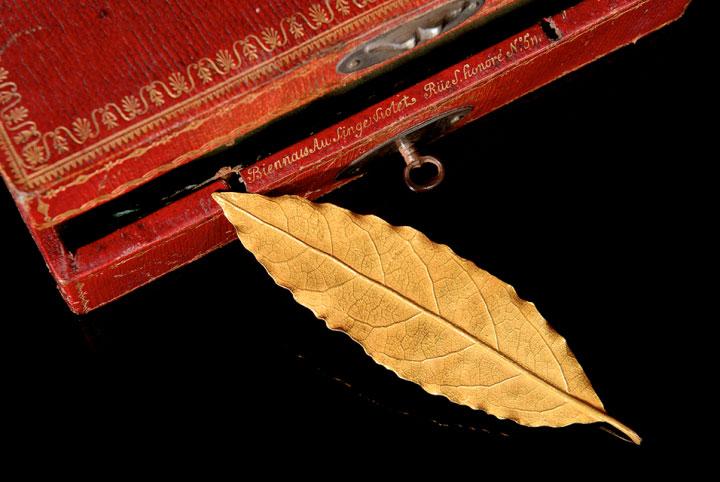 Το χρυσό δάφνινο φύλλο, έργο του χρυσοχόου Μαρτέν Γκιγιόμ Μπιενέ.