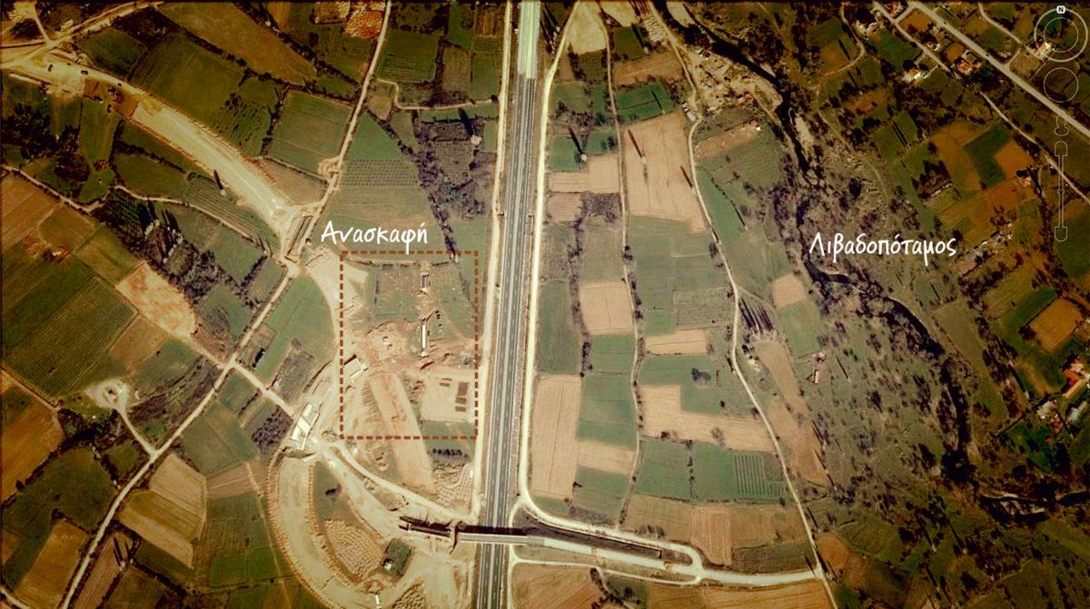 Εικ. 3. Η νεολιθική εγκατάσταση Τρίτα Κορομηλιάς και το εγγύς περιβάλλον της (πηγή: Google Earth).