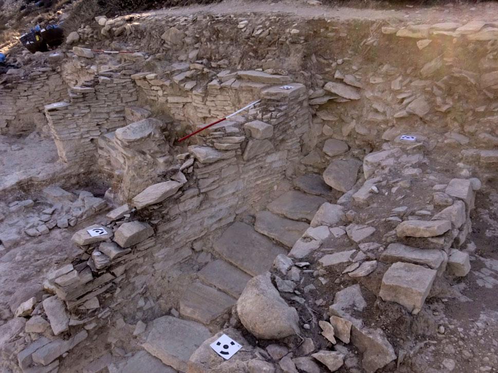 Η κλίμακα προς τη δίοδο που ένωνε το Δασκαλιό με την Κέρο (πηγή: ΥΠΠΟΑ/Βρετανική Σχολή Αθηνών).