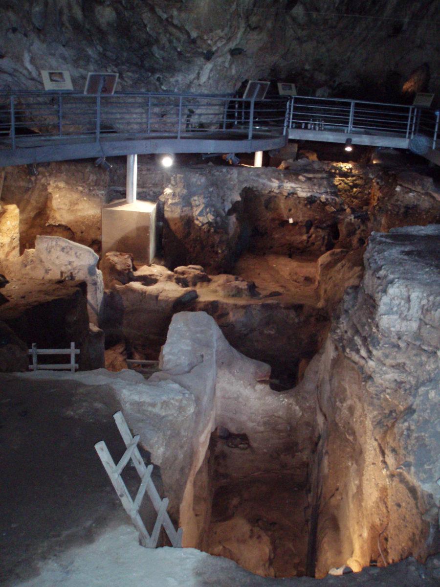 Άποψη του σπηλαίου της Θεόπετρας (φωτ.: ΑΠΕ-ΜΠΕ / Α. Ζώης).