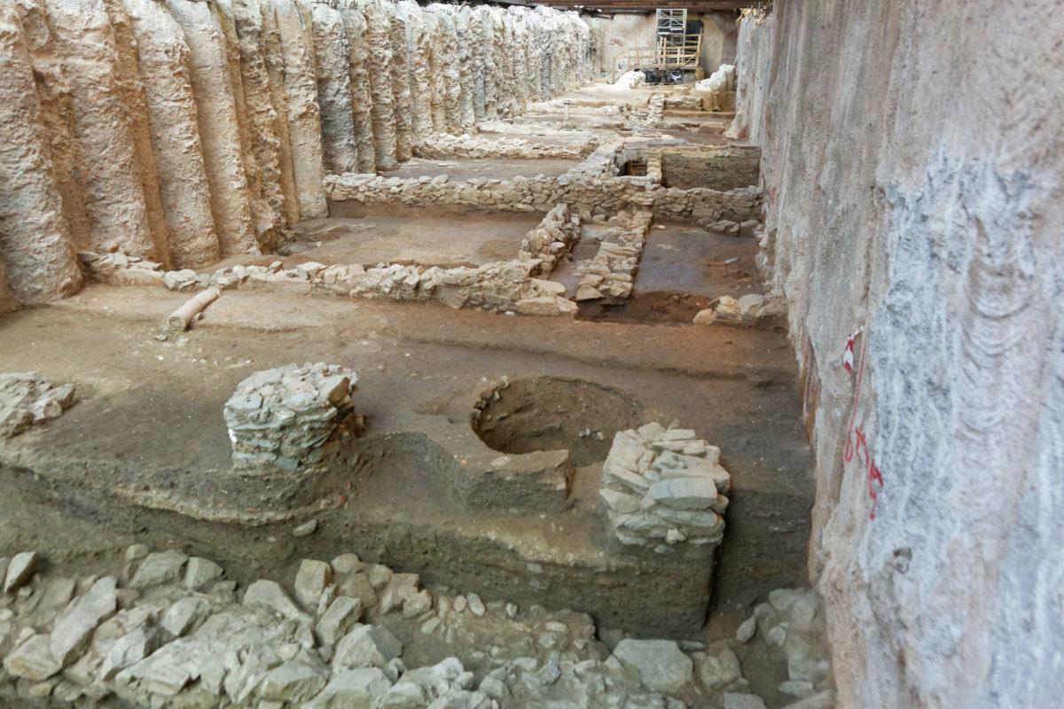 Σταθμός Αγίας Σοφίας. Οικοδομική νησίδα ελληνιστικών χρόνων (φωτ.: ΥΠΠΟΑ).