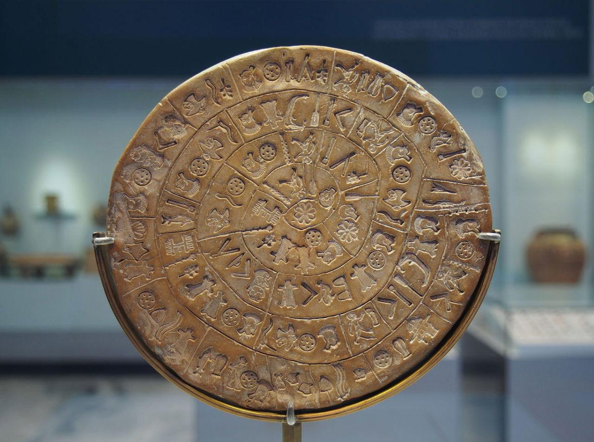 Ο Δίσκος της Φαιστού (φωτ. Βικιπαίδεια).