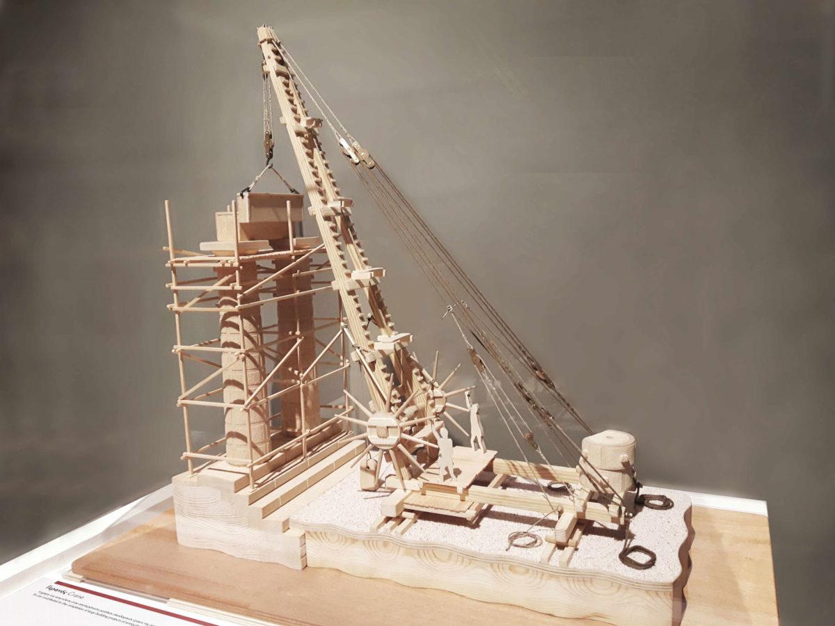 Γερανός από την έκθεση «ΙΔΕΑ – Αρχαία ελληνική επιστήμη και τεχνολογία», που παρουσιάζεται στον «Ελληνικό Κόσμο».
