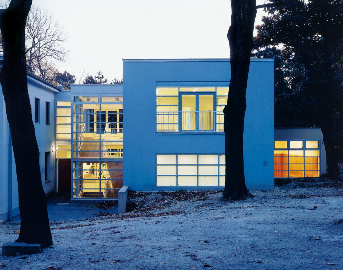 Μετατροπή και επέκταση του παιδικού σταθμού Schweizerspende στη Βιέννη, 1993-1995.