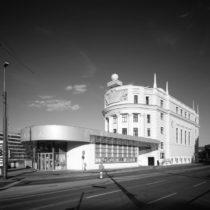 Εμβληματικά έργα του Δημήτρη Μανίκα σε Αθήνα και Βιέννη