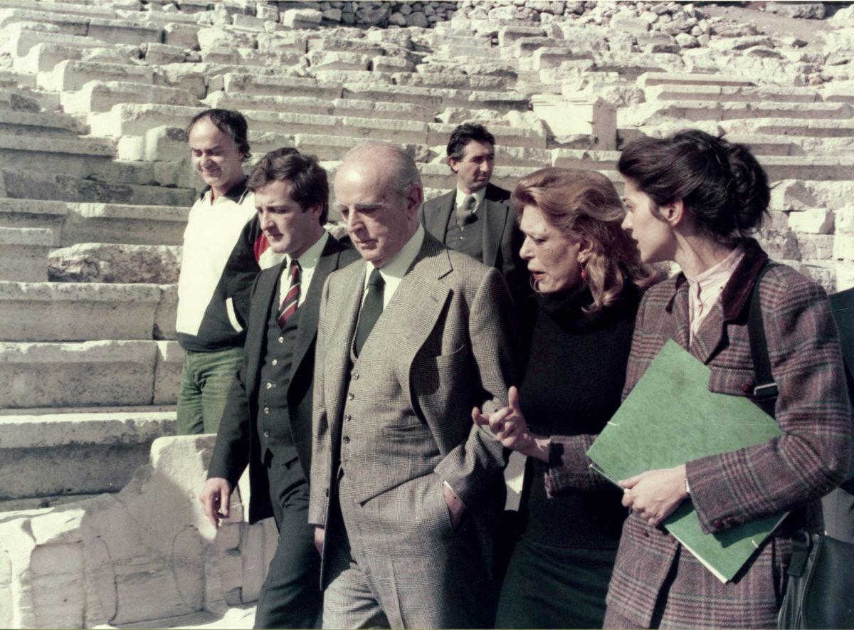 Εικ. 1. Η Μελίνα Μερκούρη και ο Κωνσταντίνος Καραμανλής στο Θέατρο του Διονύσου.