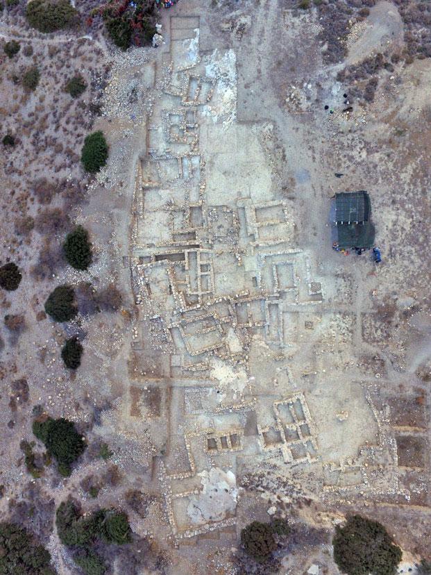 Αεροφωτογραφία του μινωικού νεκροταφείου στον Πετρά Σητείας.