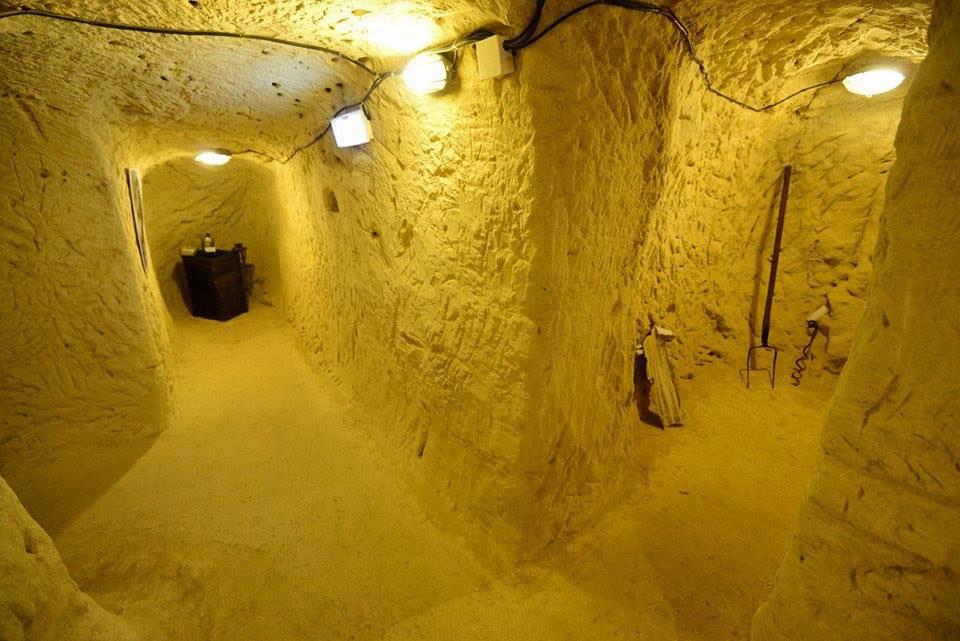 Τις υπόγειες στοές κατασκεύασαν Κρητικοί οι οποίοι εργάστηκαν σε καταναγκαστικά έργα (φωτ.: ΑΠΕ-ΜΠΕ).