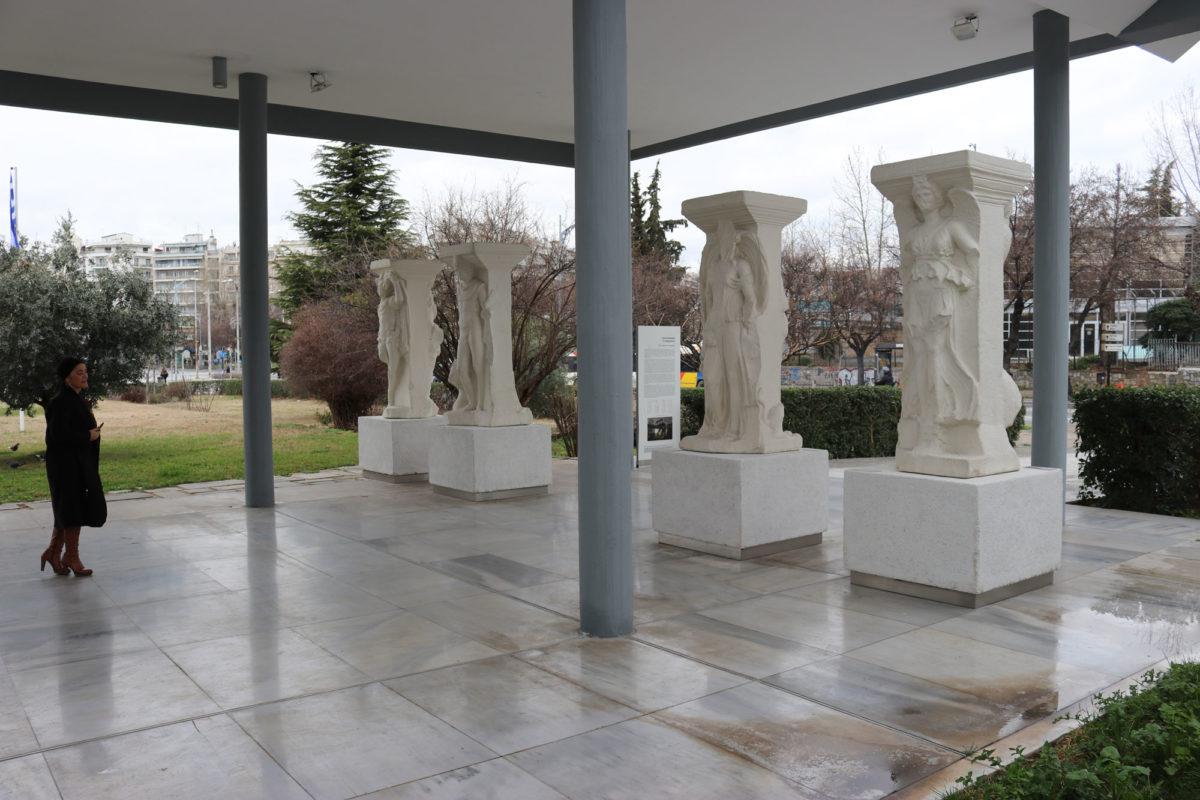 Αντίγραφα των Μαγεμένων στο Αρχαιολογικό Μουσείο Θεσσαλονίκης.