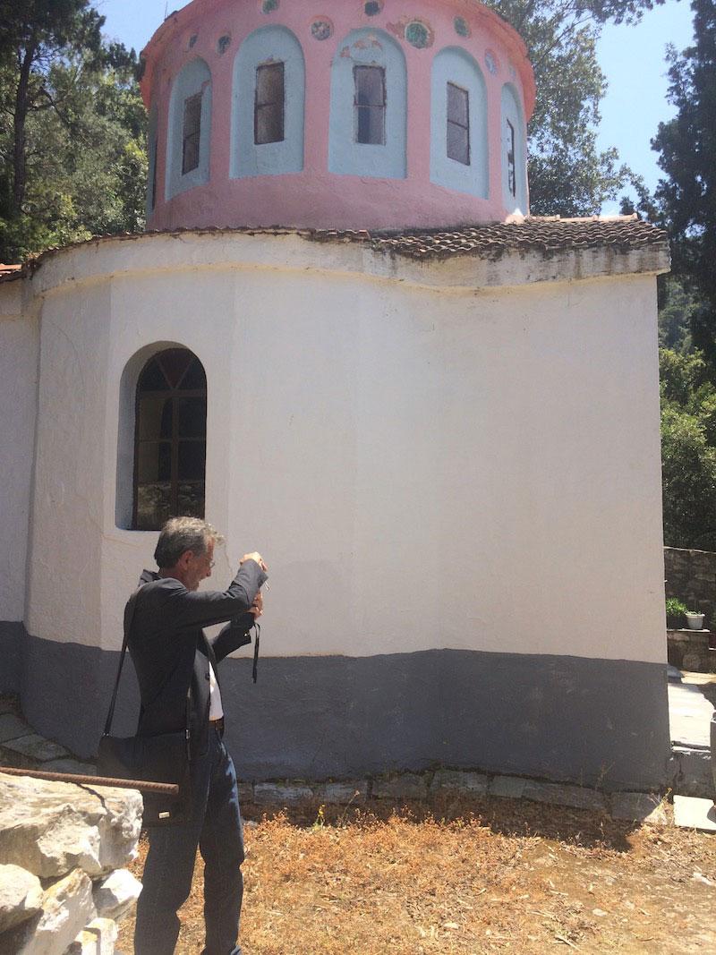 Ειδικοί αναστηλωτές του ΥΠΠΟΑ πραγματοποιούν αυτοψία στη Μονή Κεχριάς, στη Σκιάθο.