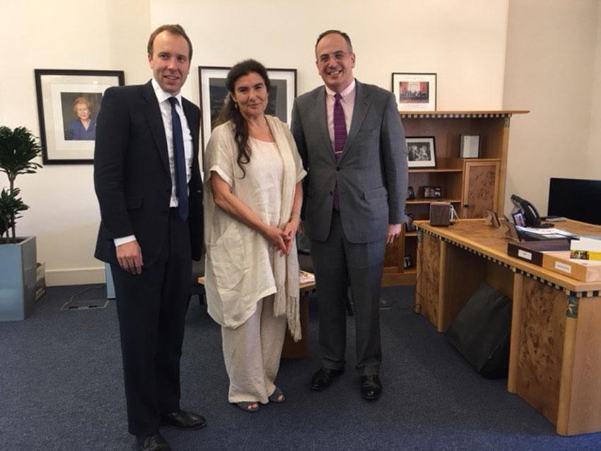 Η Υπουργός Πολιτισμού έθεσε στη Βρετανική Πλευρά και το ζήτημα της επανένωσης των Γλυπτών του Παρθενώνα, εστιάζοντας στην αναγκαιότητα  εντατικοποίησης του διαλόγου μεταξύ των δύο πλευρών σε πολιτικό επίπεδο.
