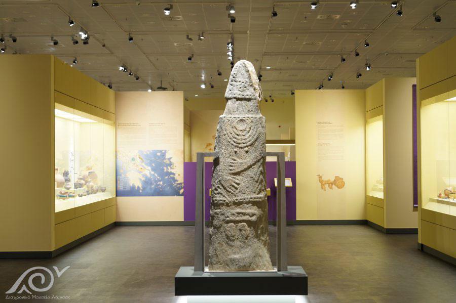 Μεγαλιθικό μνημείο (μενχίρ) από τη Σουφλί Μαγούλα (φωτ.: Διαχρονικό Μουσείο Λάρισας).