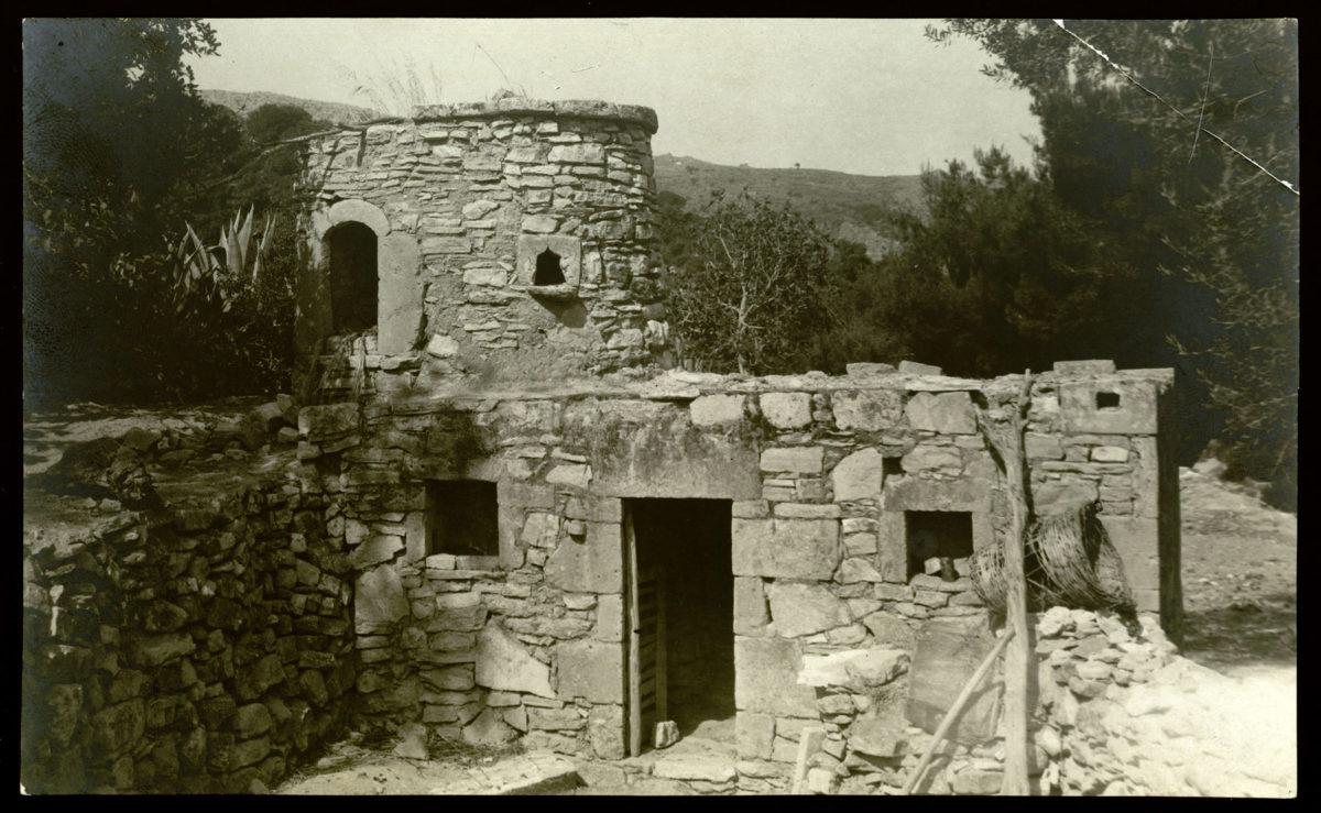 Εικ. 8. Δημήτρης Πικιώνης, Το σπίτι του Ροδάκη, Μελέτη, Άποψη τμήματος οικίας,1912. Φωτογραφία © Μουσείο Μπενάκη (ΑΝΑ_ 67_01_37).