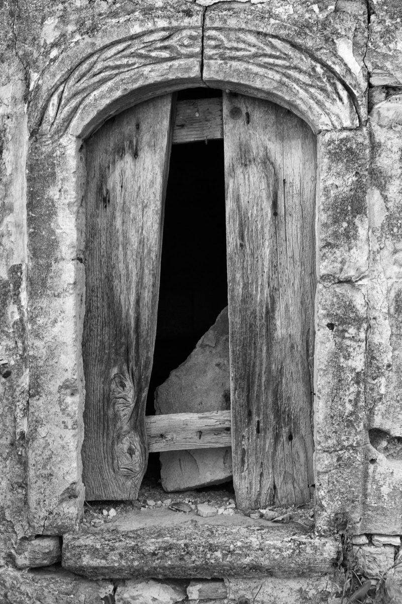 Εικ. 26. Το παράθυρο του πρώτου χώρου στο παράσπιτο, ένα από τα παράθυρα που φέρουν δρύφακτο. ©  Παναγιώτης Ηλίας