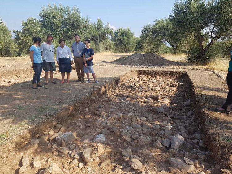 Στα Ροδαφνίδια Λισβορίου βρίσκεται σε εξέλιξη ανασκαφική έρευνα από την ερευνητική ομάδα του Πανεπιστημίου Κρήτης με την καθοδήγηση της αναπληρώτριας καθηγήτριας Προϊστορικής Αρχαιολογίας, Νένας Γαλανίδου (φωτ.: Περιφέρεια Βορείου Αιγαίου).