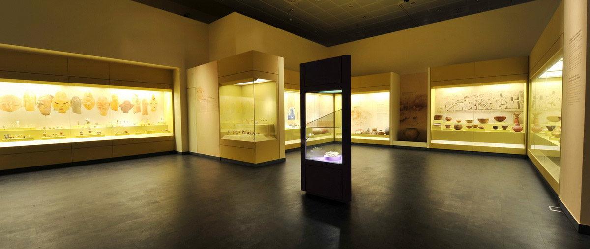 Άποψη της έκθεσης στο Διαχρονικό Μουσείο Λάρισας (φωτ.: ΥΠΠΟΑ).