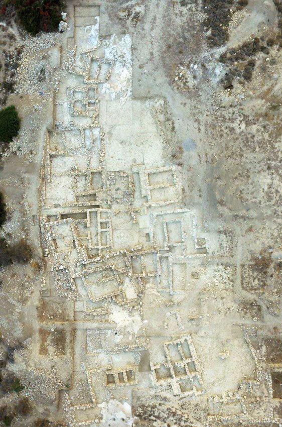 Αεροφωτογραφία του νεκροταφείου του Πετρά. Η ανασκαμμένη έκταση είναι περίπου τρία στρέμματα.