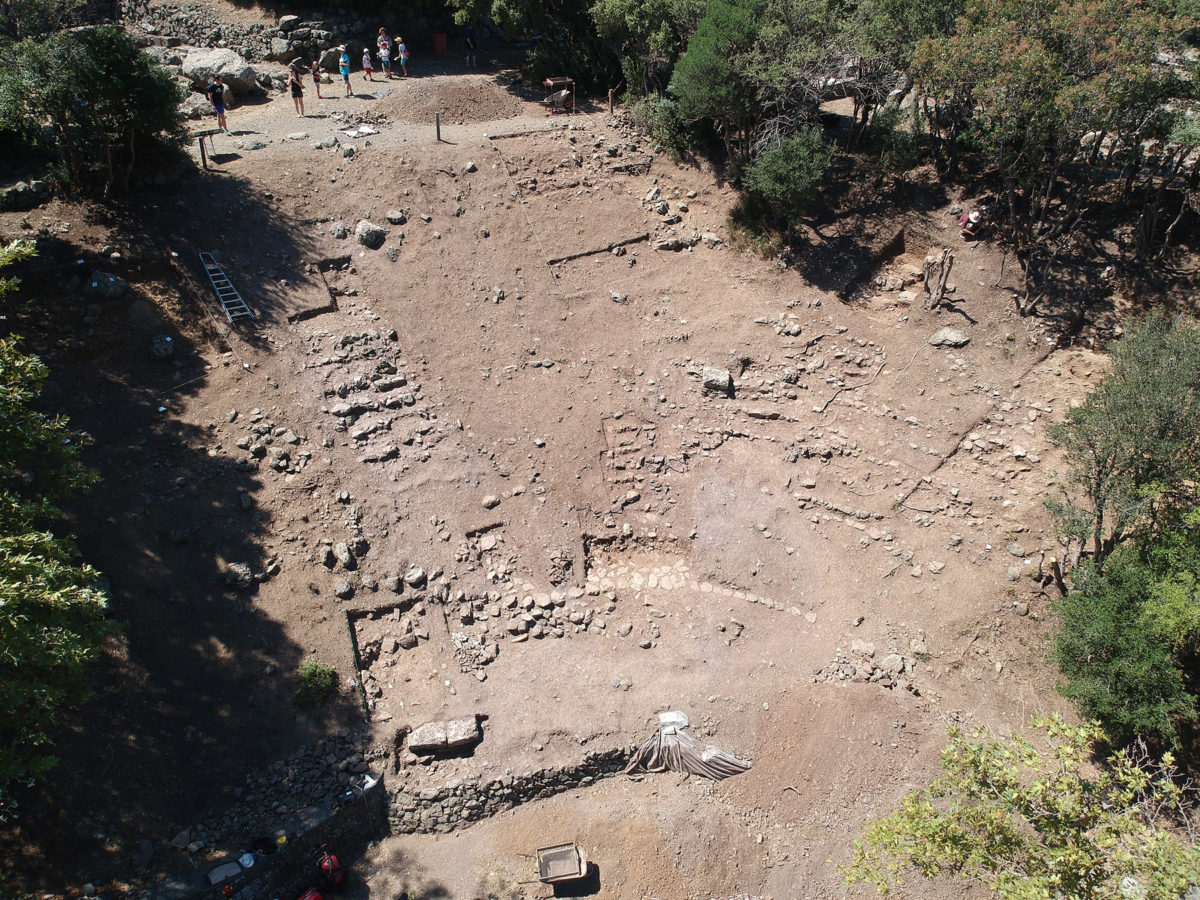 Το θέατρο στο Ιερό των Μεγάλων Θεών στη Σαμοθράκη. Φωτ.: ΥΠΠΟΑ / Εφορεία Αρχαιοτήτων Έβρου.