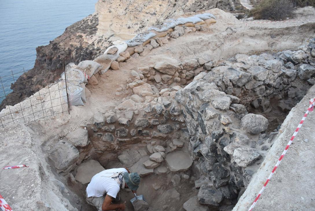 Ισχυροί ευθύγραμμοι τοίχοι, εύρημα της φετινής ανασκαφικής περιόδου (φωτ.: ΕΦΑ Κυκλάδων).