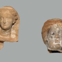 Κεφαλές πήλινων ειδωλίων της Περσεφόνης (7ος–5ος αι. π.Χ.). Αρχαιολογικό Μουσείο Ιωαννίνων.