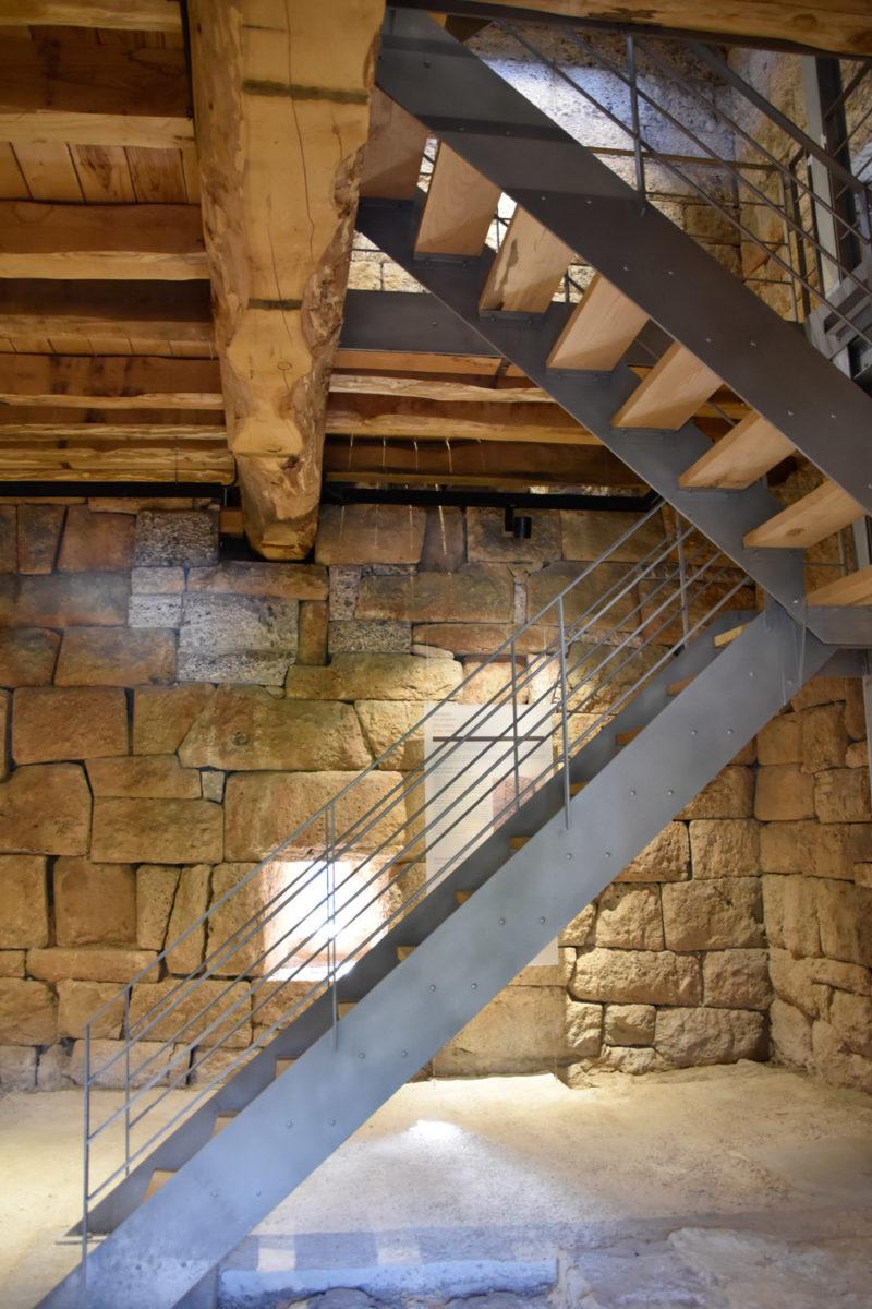 Άποψη του εσωτερικού του πύργου (φωτ.: Εφορεία Αρχαιοτήτων Δυτικής Αττικής).