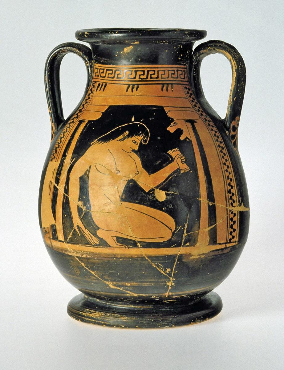 Αττική ερυθρόμορφη πελίκη με παράσταση γυμνής γυναίκας (εταίρας) στο λουτρό. Από την Αίγινα. Γύρω στο 650-500 π.Χ. (© Εθνικό Αρχαιολογικό Μουσείο/ TAΠΑ).