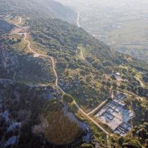 Αεροφωτογραφία του νότιου τομέα της ακρόπολης Καστρίτσας.