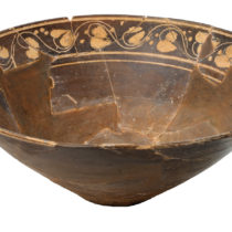 Κωνική φιάλη από πηλό, 2ος–1ος αι. π.Χ. Αρχαιολογικό Μουσείο Ιωαννίνων.
