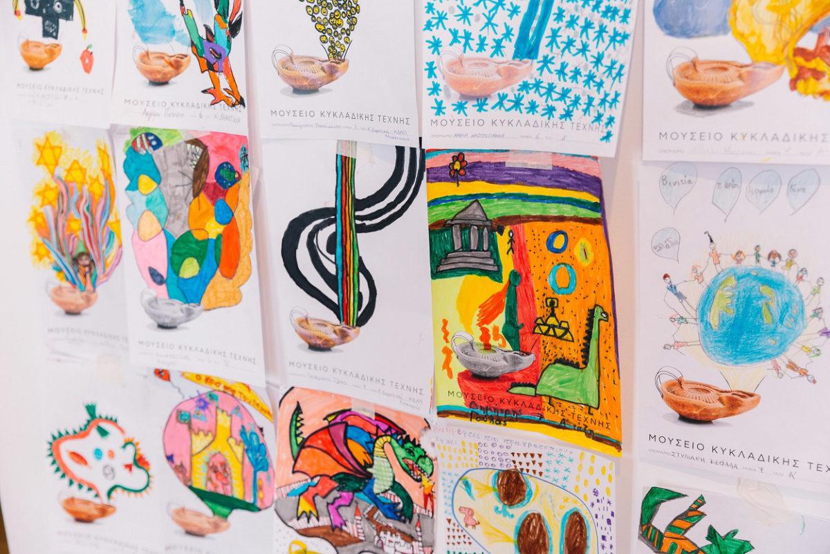 Έργα από τον διαγωνισμό παιδικής ζωγραφικής του Μουσείου Κυκλαδικής Τέχνης. Φωτ.: Πάρις Ταβιτιάν.