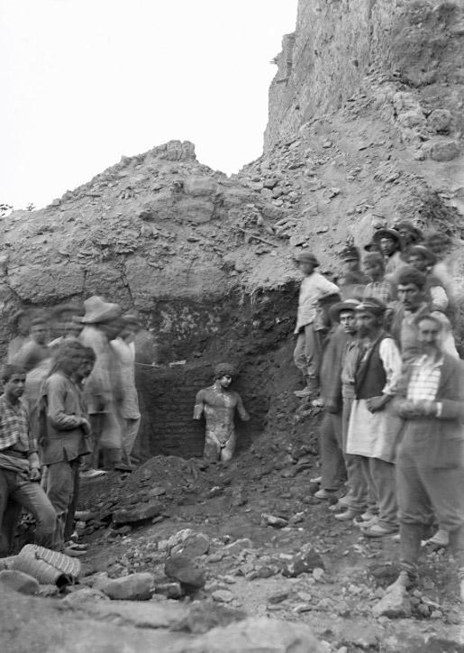 Στιγμιότυπο από την ανασκαφή στους Δελφούς. Φωτ.: ΥΠΠΟΑ – Γαλλική Σχολή Αθηνών.