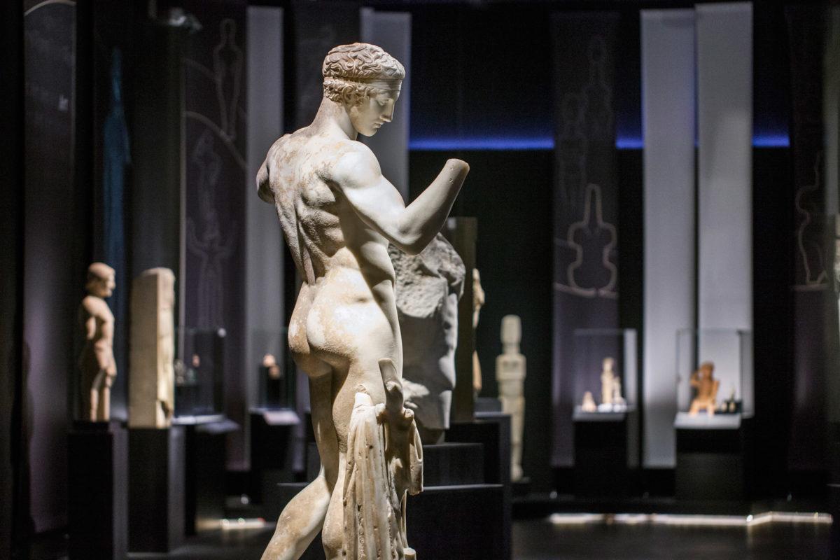 Όψη της περιοδικής έκθεσης «Οι αμέτρητες όψεις του Ωραίου» στο Εθνικό Αρχαιολογικό Μουσείο (© Εθνικό Αρχαιολογικό Μουσείο/ΤΑΠ).