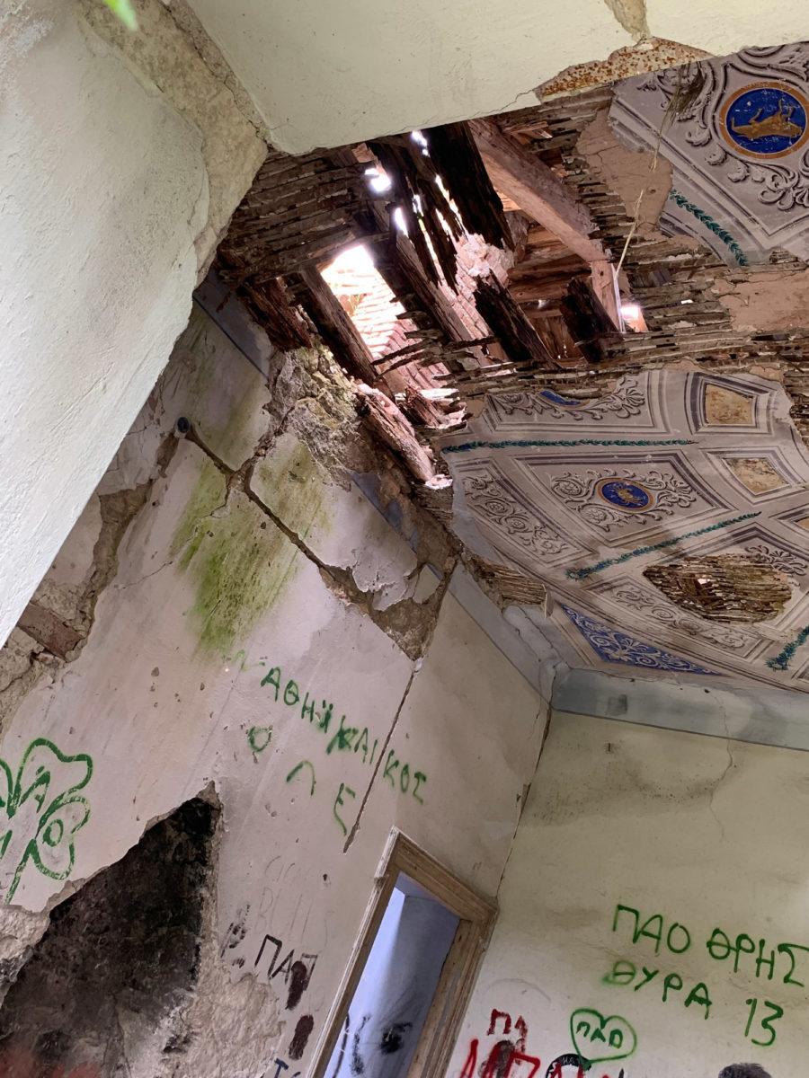 Όλα τα δωμάτια είχαν περίτεχνα τζάκια και οροφογραφίες, διαφορετικές μεταξύ τους (φωτ.: ΑΠΕ-ΜΠΕ).