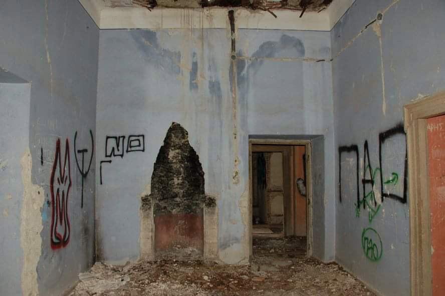 Με την αυγή της δεκαετίας του 1980 το αρχοντικό όχι μόνο θα χάσει την αίγλη του, αλλά κυριολεκτικά θα απογυμνωθεί (φωτ.: ΑΠΕ-ΜΠΕ).
