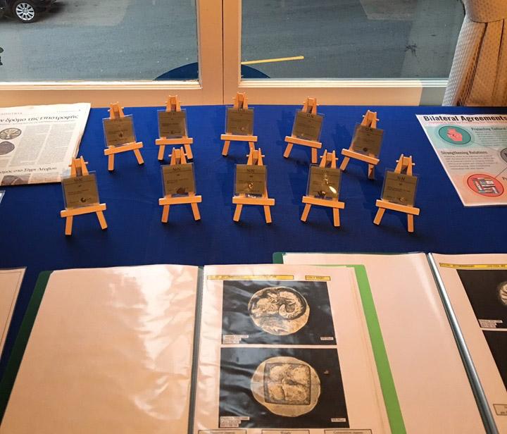 Από την τελετή παράδοσης των αρχαίων ελληνικών νομισμάτων (φωτ.: Προξενείο της Ελλάδας στο Σαν Φρανσίσκο).