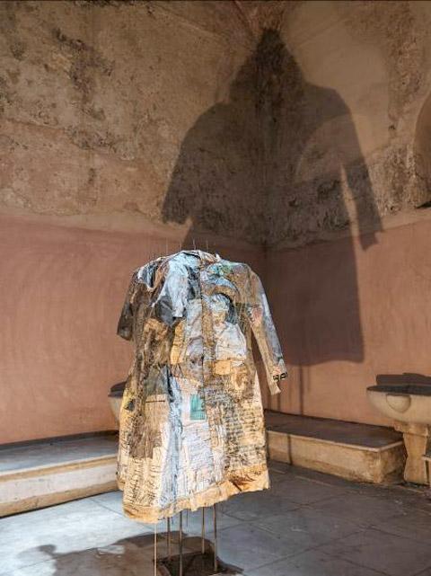 Φωτογραφία από την έκθεση της Γιώτας Ανδριάκαινα «Το Αχ των αχ-χρηστων» (φωτ.: Ο. Κουράκης).