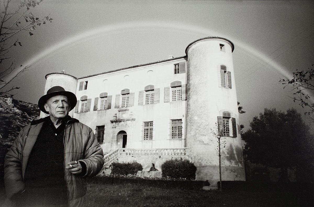 O Πάμπλο Πικάσο στο Château de Vauvenargues, 1959. Φωτογραφία του David Douglas Duncan. Museu Picasso, Barcelona. Centre de Coneixement i Recerca.