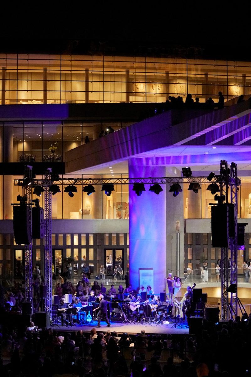 Μουσική βραδιά στον αύλειο χώρο του Μουσείου Ακρόπολης. Φωτ.: Γιώργος Βιτσαρόπουλος.
