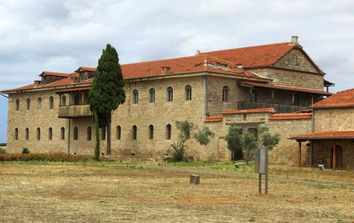 Κέντρο Βυζαντινού Πολιτισμού Χαλκιδικής. Βυζαντινό Μουσείο Χαλκιδικής. Υφαρπαγή κεραμιδιών από την ανατολική όψη της στέγης. Φωτ.: ΥΠΠΟΑ.