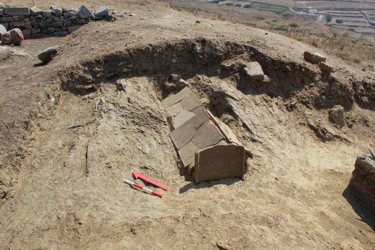 Κεραμοσκεπής τάφος του  5ου αι. π.Χ.