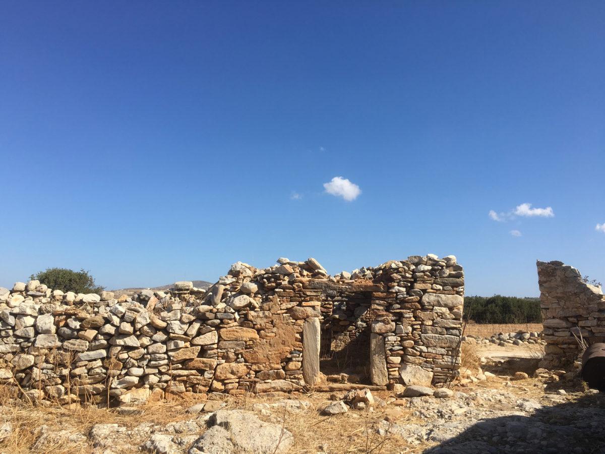 Η ΜΟΝUMENTA ξεκίνησε την ενασχόληση με τα αγροτικά κτίσματα της Νάξου το 2016, στο πλαίσιο του προγράμματος «Τοπικές Κοινωνίες και Μνημεία» (φωτ.: MONUMENTA).