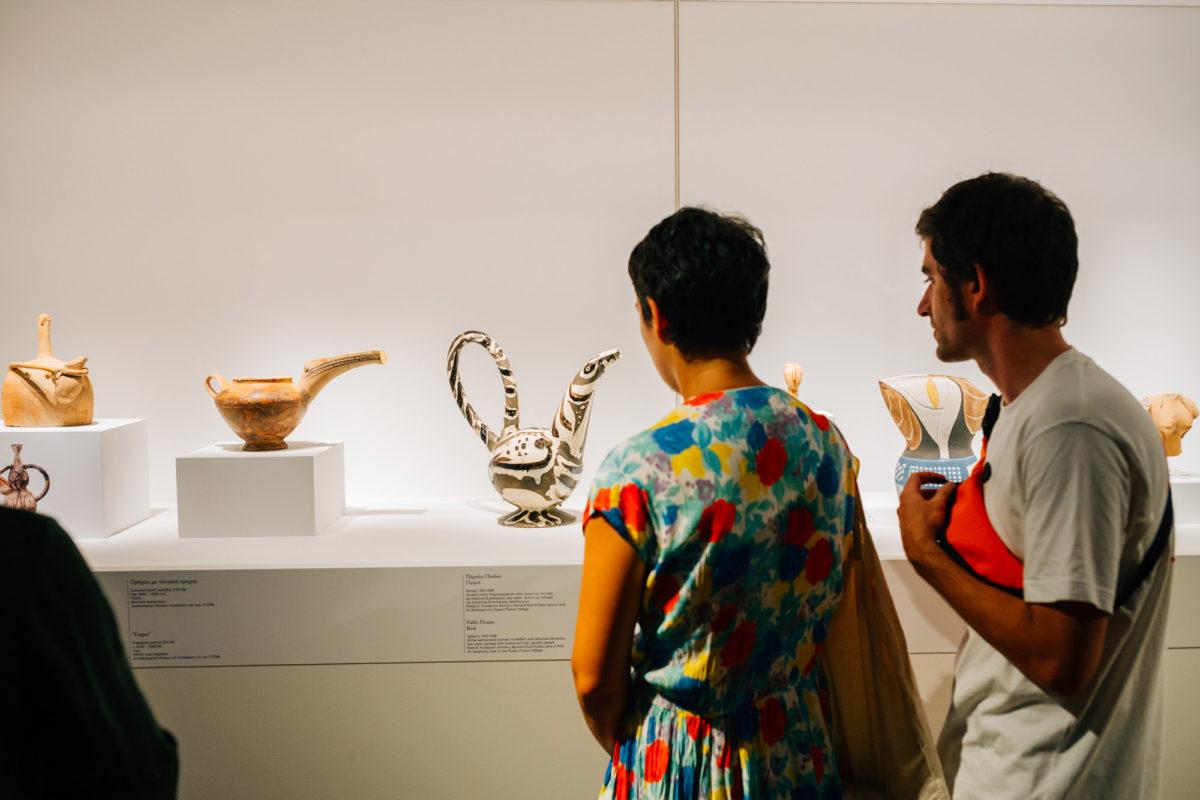 Άποψη της έκθεσης «Πικάσο και Αρχαιότητα. Γραμμή και πηλός» που παρουσιάζεται στο Μουσείο Κυκλαδικής Τέχνης (φωτ.: Πάρις Ταβιτιάν, © Museum of Cycladic Art).