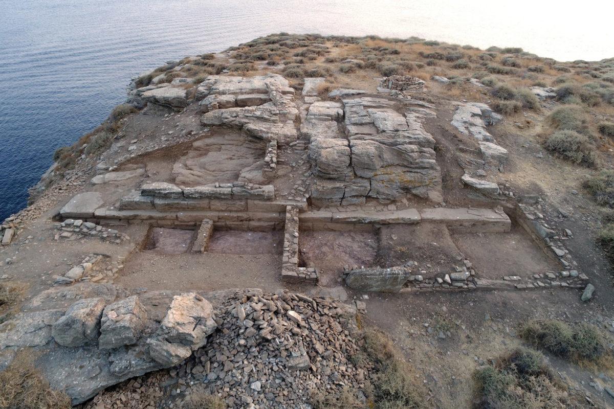 Μνημειακό ανάλημμα κλασικών-ελληνιστικών χρόνων και ορθογώνιοι χώροι της Ύστερης Αρχαιότητας / πρωτοβυζαντινών χρόνων (φωτ.: ΥΠΠΟΑ).