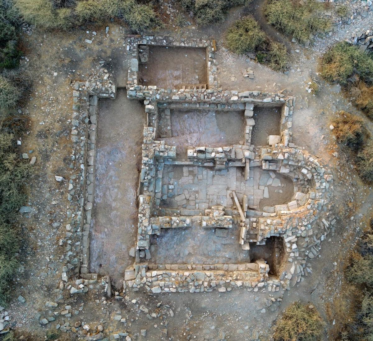 Αεροφωτογραφία της τρίκλιτης βασιλικής (φωτ.: Κώστας Ξενικάκης).